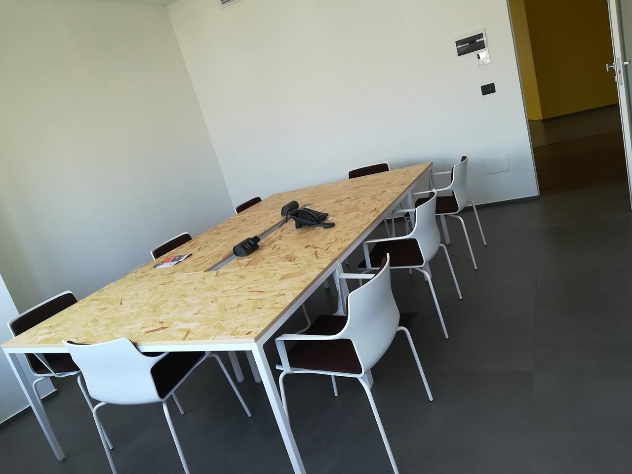 Spazio ufficio 25mq ibcenter for Ufficio temporaneo